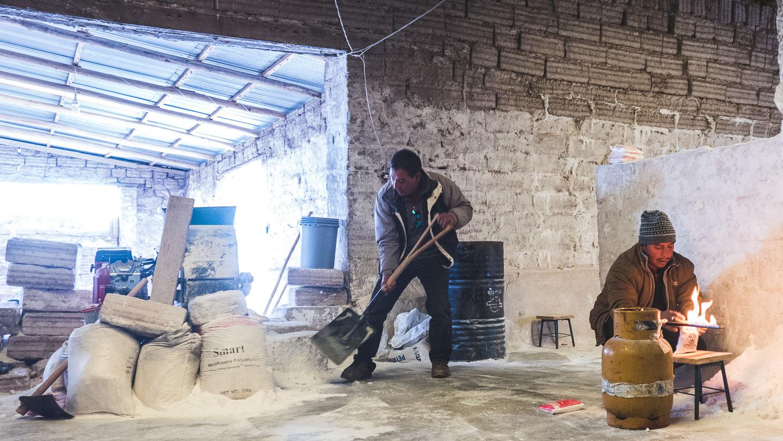Saltproduksjon i Uyuni, Bolivia