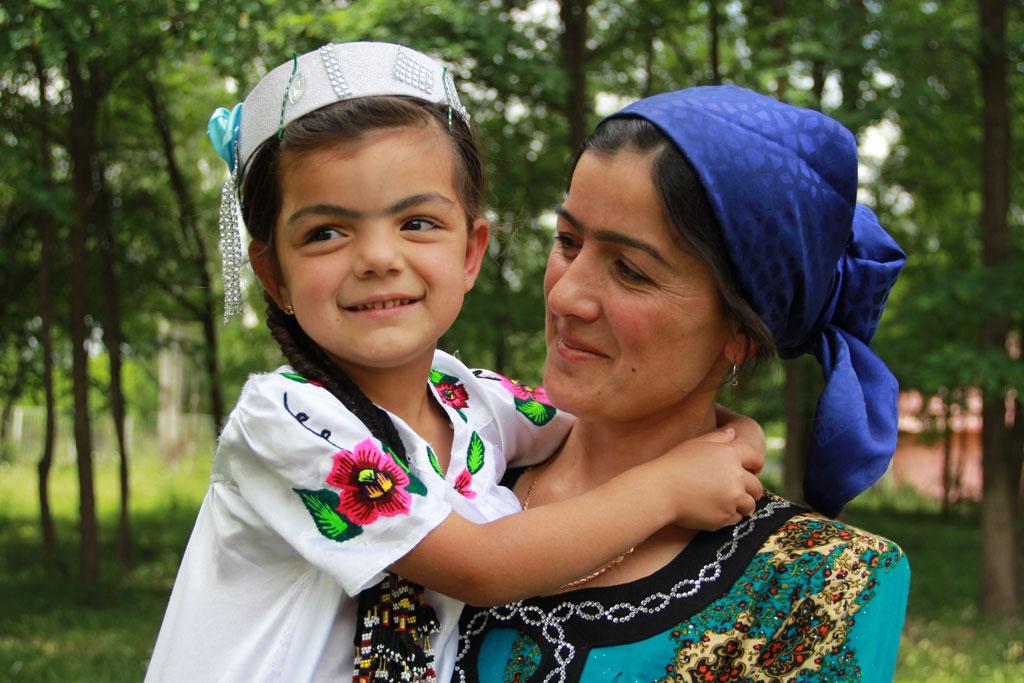 Kvinne og barn Tadsjikistan