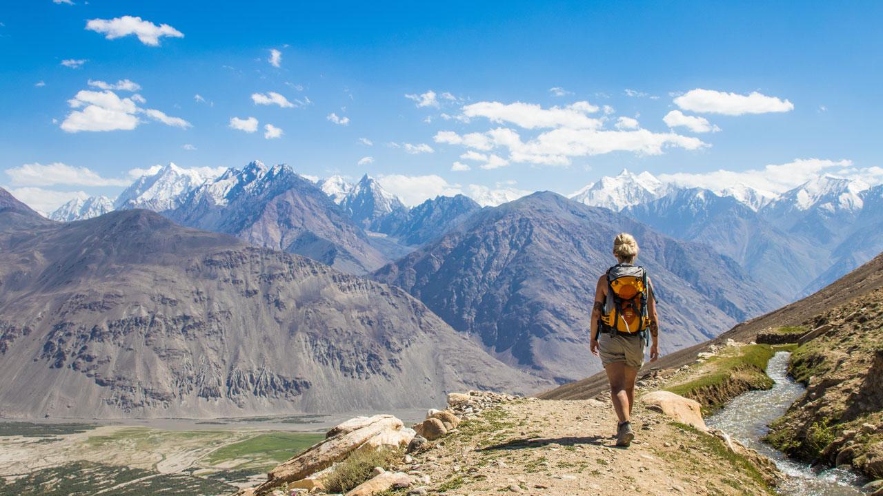 Utsikt til Hindkush-fjellene i Afghanistan fra Pamir-fjellene i Tadsjikistan