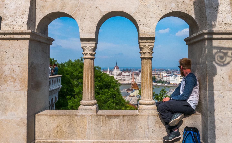 Fiskerbastionen og parlamentsbygningen Budapest
