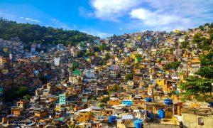På besøk i en favela i Rio de Janeiro