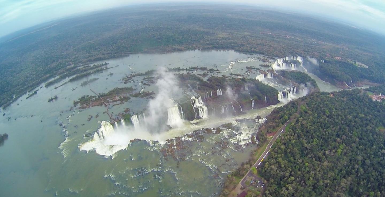Iguazu Falls sett fra helikopter