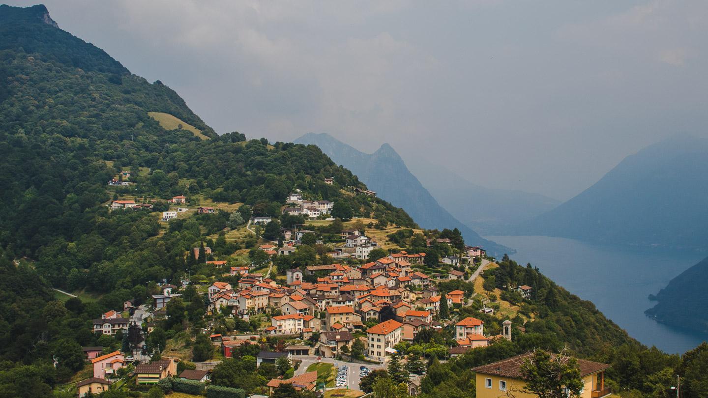 Brè sett fra Monte Brè.
