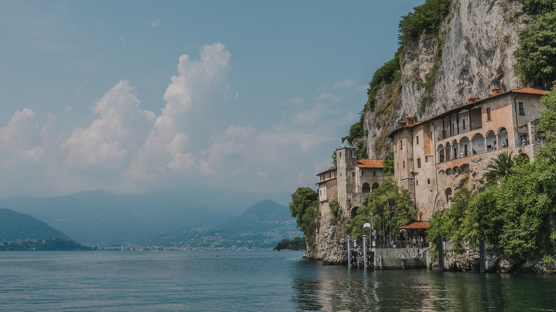 Santa Caterina del Sasso ved Maggioresjøen.