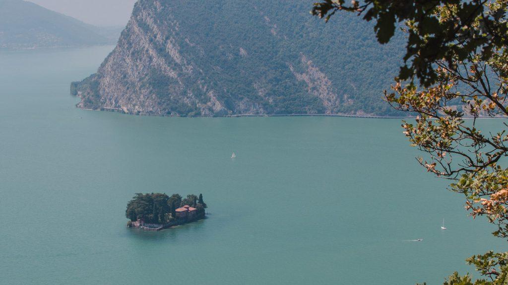 Isola di San Paolo i Iseosjøen i Italia.